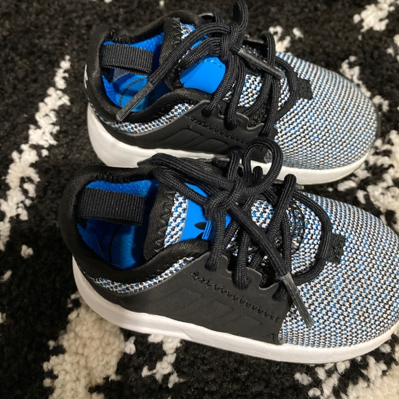 Boys Shoes Adidas size 5